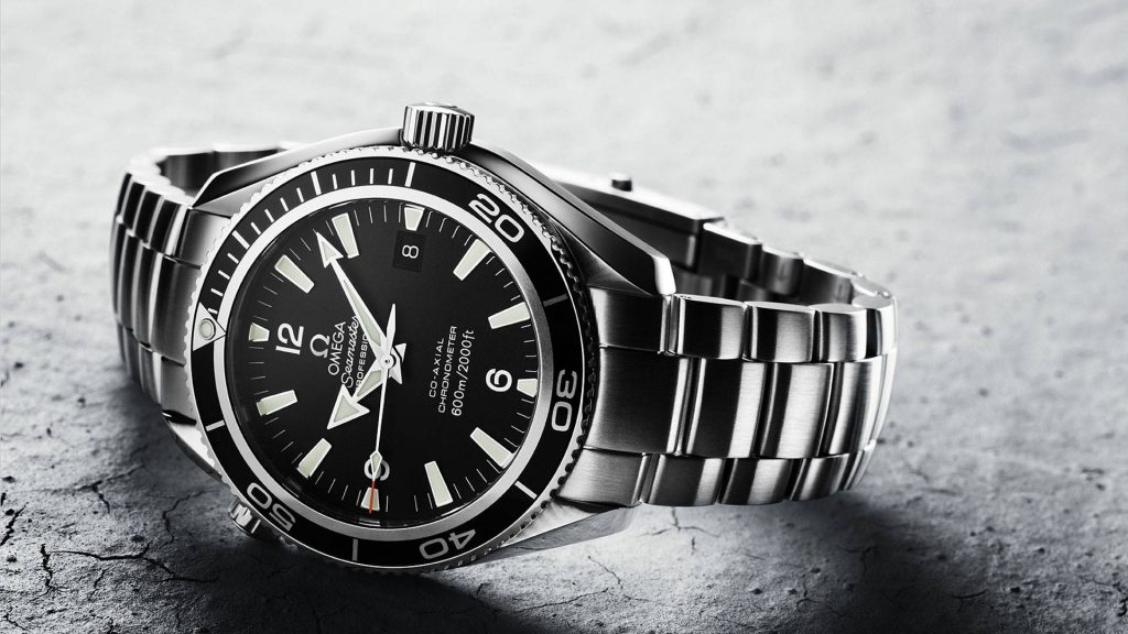 For the black dial and steel case, this fake Omega watch attracted a lot of attentions.
