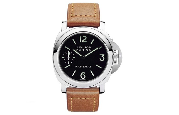 With the popularity of large-sized watches, these fake Panerai watches also have become more and more popular, even for a lot of women.