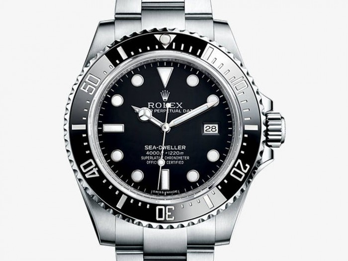 With the contrasting dial design, this replica Rolex shows the visible time display.