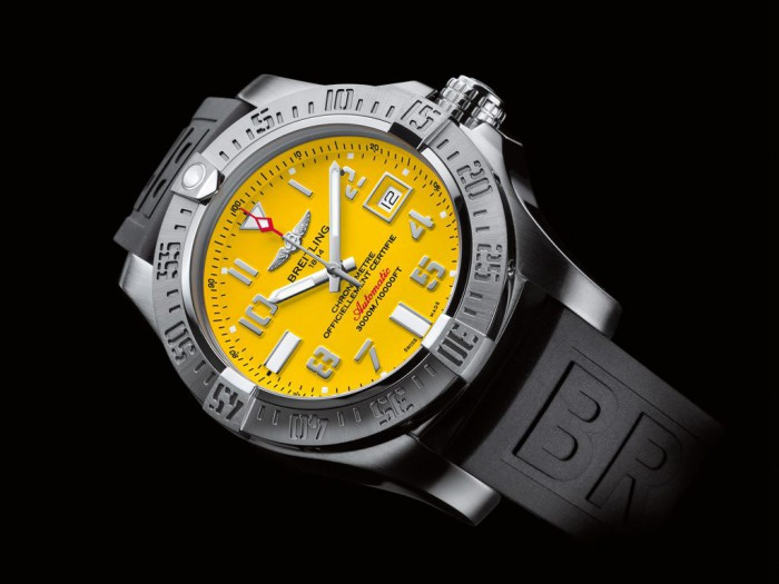For the eye-catching brignht yellow dial, this replica Breitling watch is deeply loved by a lot of people.