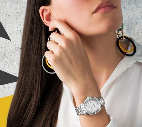 TAG Heuer Aquaracer Replica Automatic Movement Wristwatch With Sporty Design For Stylish Women UK