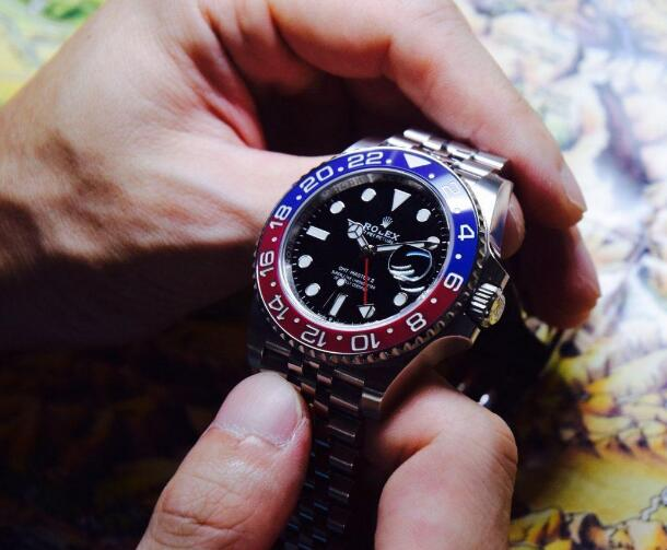 The blue and red ceramic bezel presents the high level of watchmaking craftsmanship and technology of Rolex.