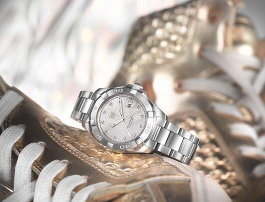 The diamonds set as hour markers add a feminine touch to the model.