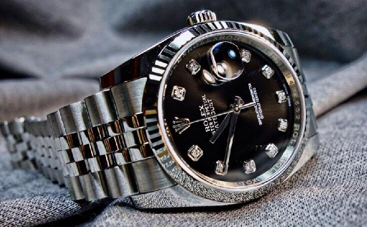 Although the diameter of this model is 36mm, the Rolex Datejust looks very profound and charming.