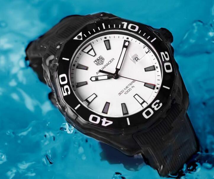 Classic Black-White Color-Matching : UK Cheap TAG Heuer Aquaracer Replica Watch