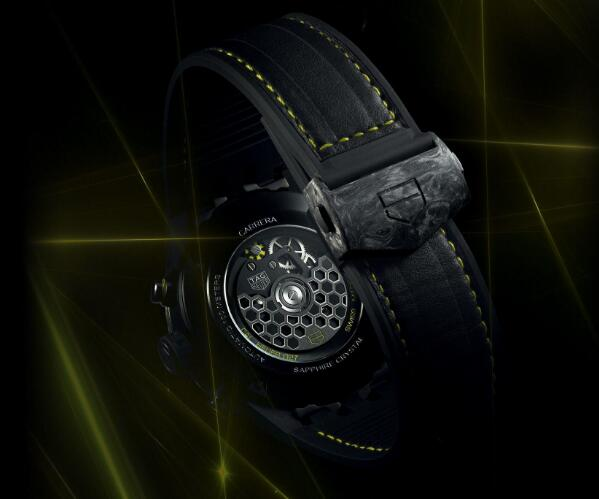 The integrated design of this timepiece is technological and futuristic.