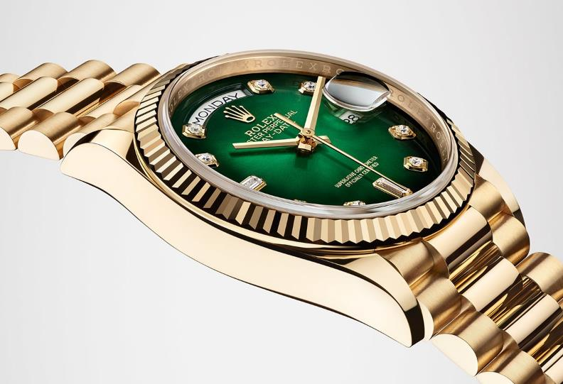The 18ct gold fake watches have green dials.