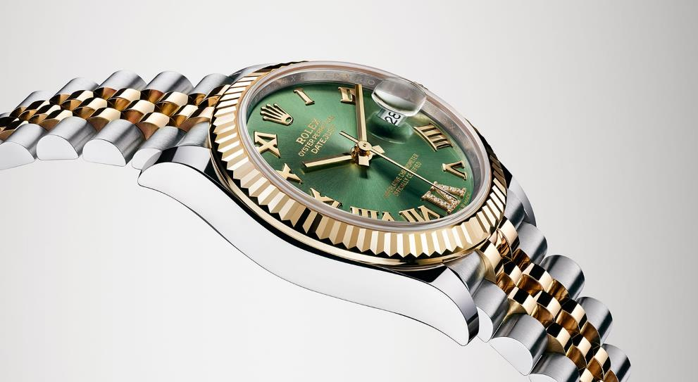 The perfect fake watches have olive green dials.